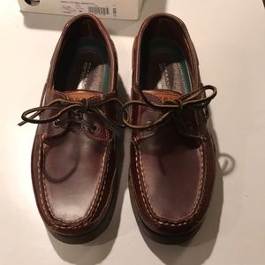 New in box sperry mako mens boat shoes size 8